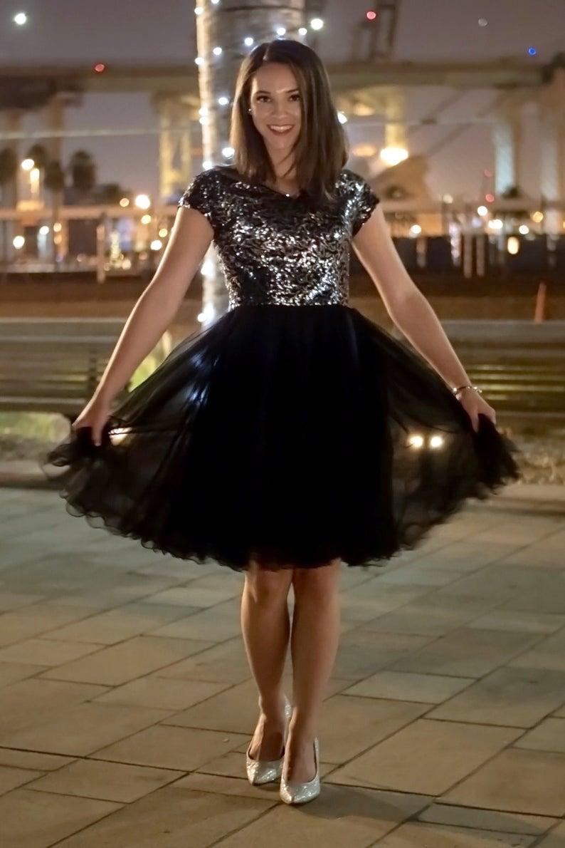 платье с пайетками с пышной юбкой