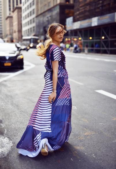 Цветное длинное платье в полоску