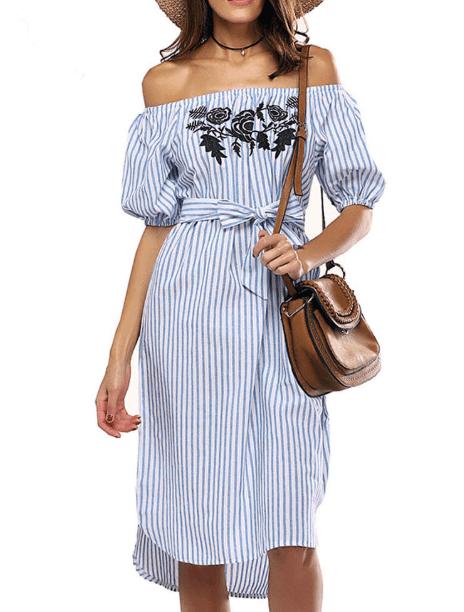 Полосатое платье с открытыми плечами и бретелями