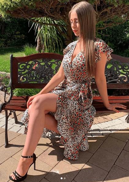Платье с запахом с волананами