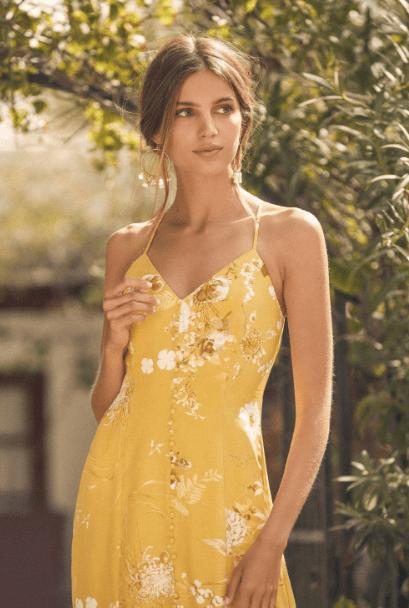 серьги-кольца с желтым платьем