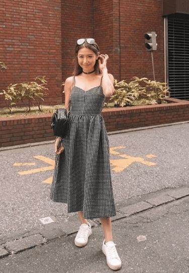 сарафан платье с кроссовками