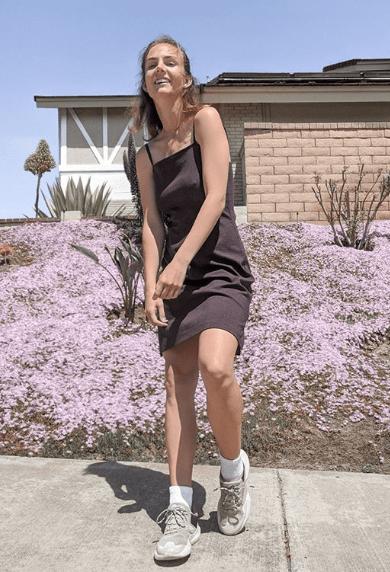 Спортивное платье с кроссовками