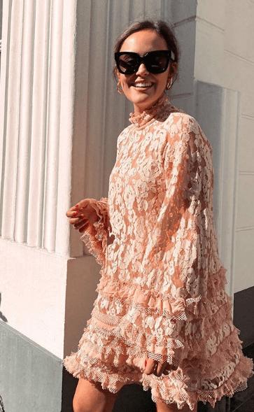 кружевное платье с большими рюшами