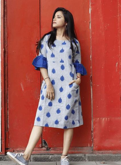 Платье с волананами на рукавах