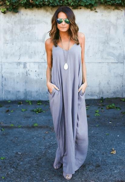 Платье с цепочкой с кулоном