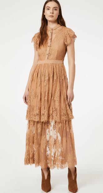 Длинное бежевое кружевное платье