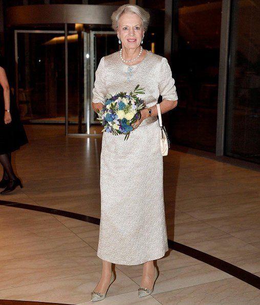 красивое платье на свадьбу для мамы