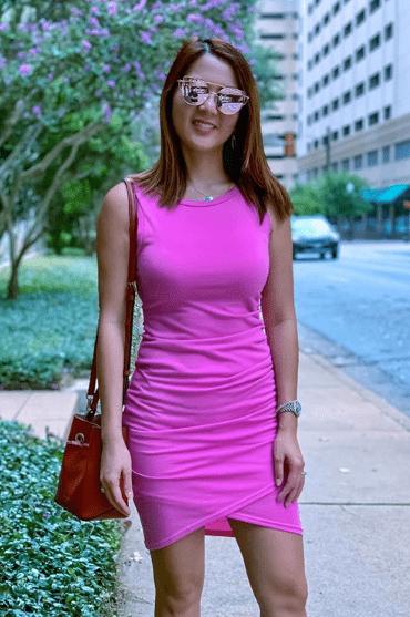 облегающе розовое платье