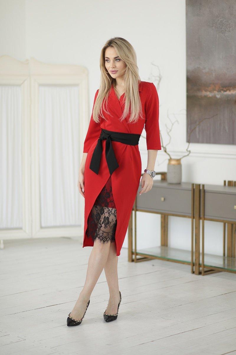 Красное платье с запахом
