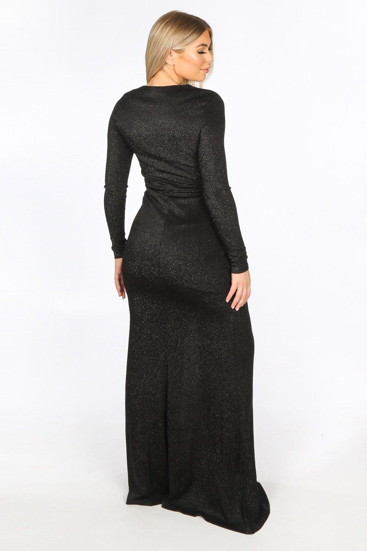 полная девушка в платье с люрексом