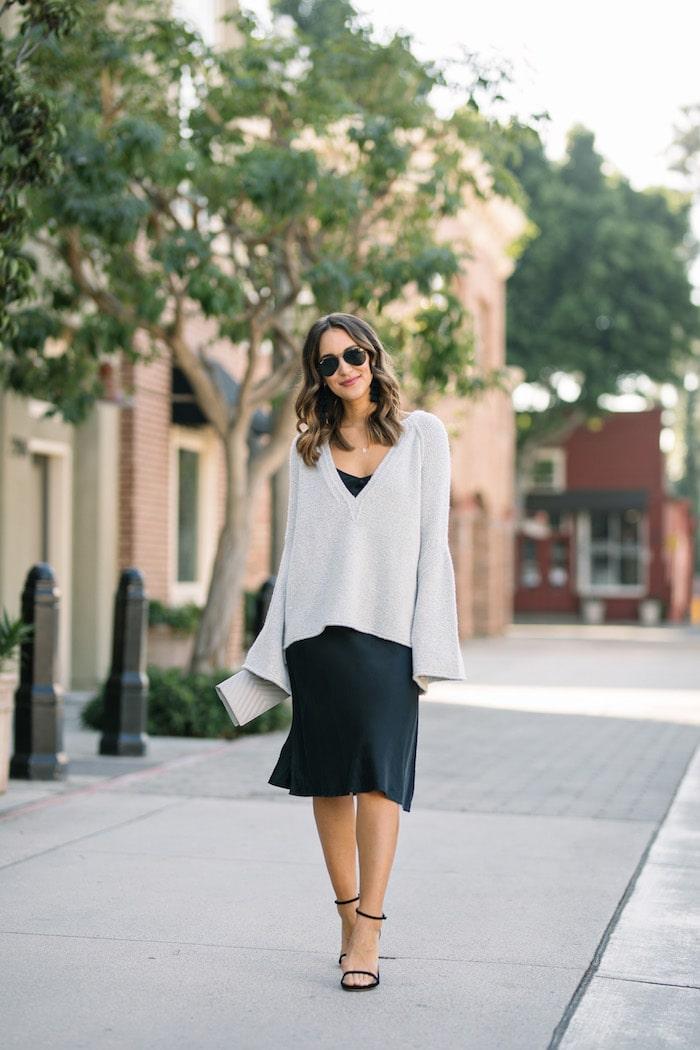 черное платье серый свитер