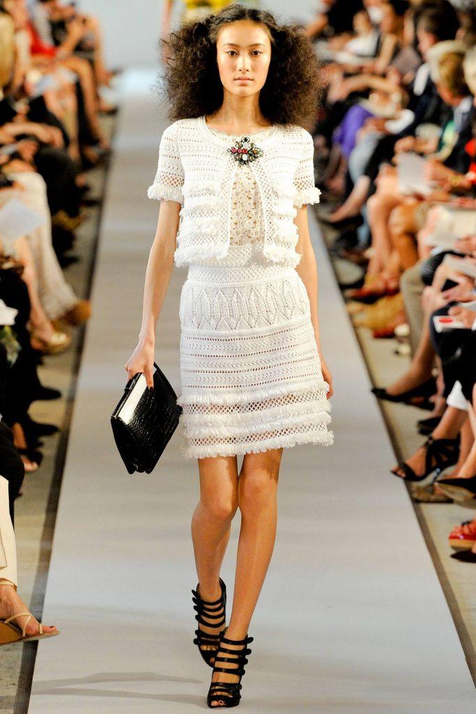 вязаное платье из травки