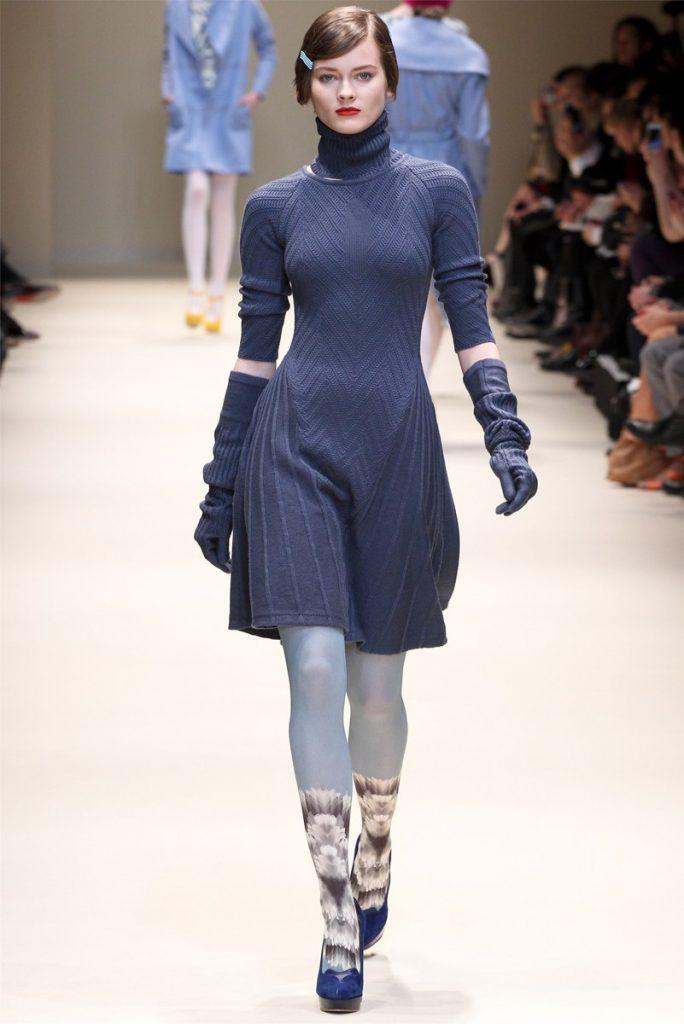 вязаное платье клеш