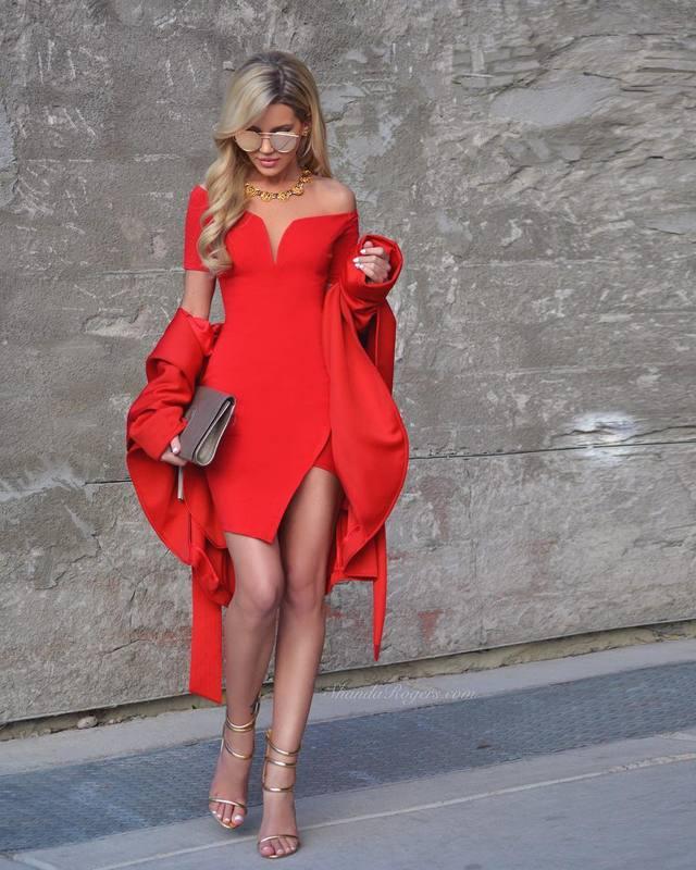 необычное красное платье