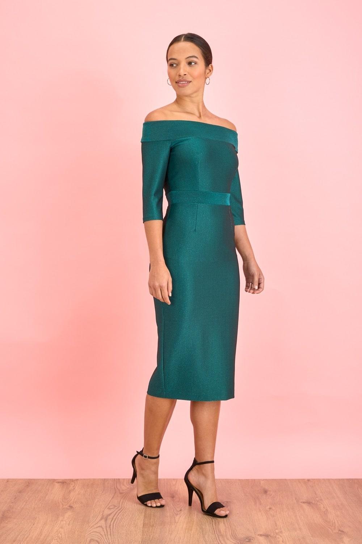 платье с люрексом с открытыми плечами