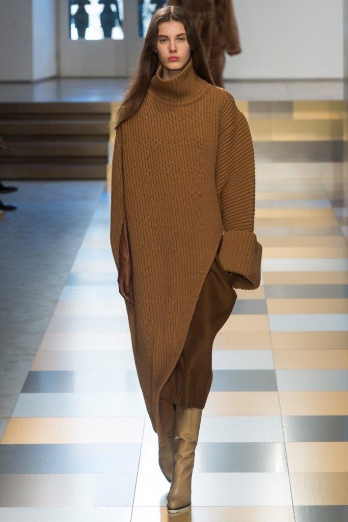 объемное вязаное платье