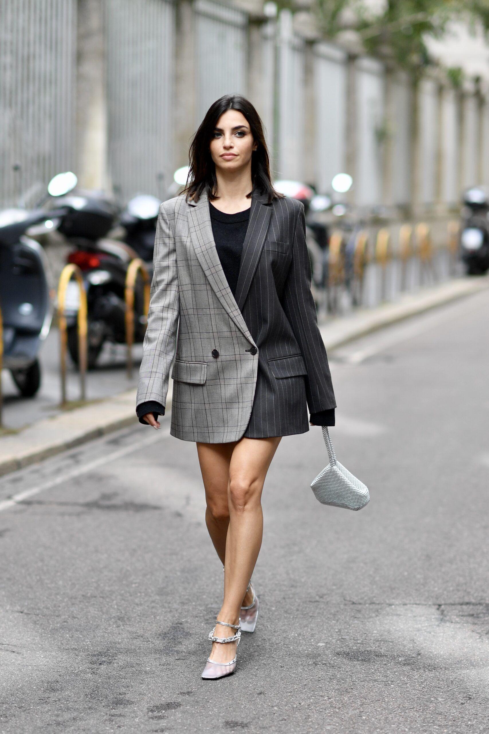 Серо черное платье пиджак