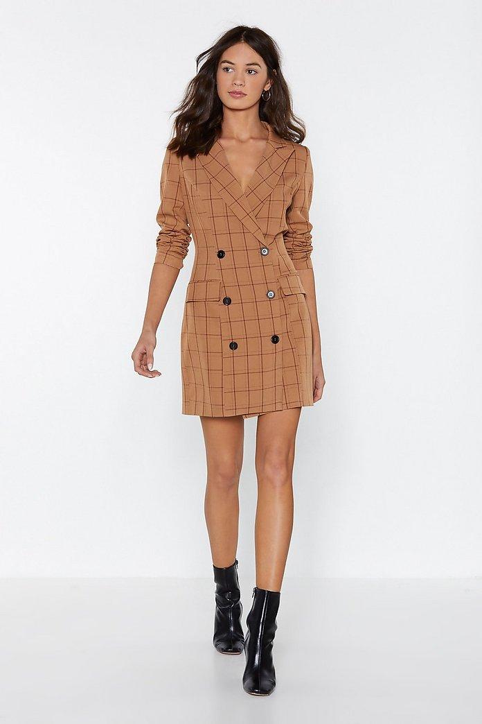 Бежевое платье пиджак в клеточку