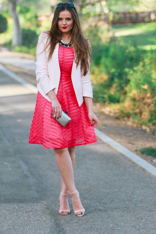 Белый жакет с розовым платьем