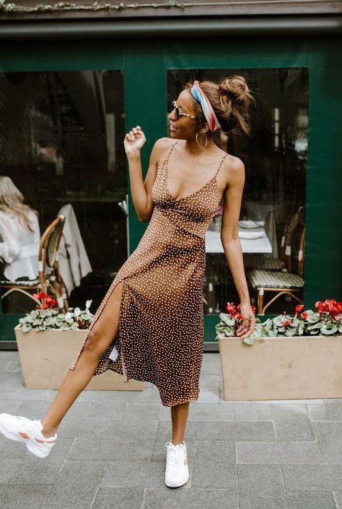 бежевое платье в бельевом стиле