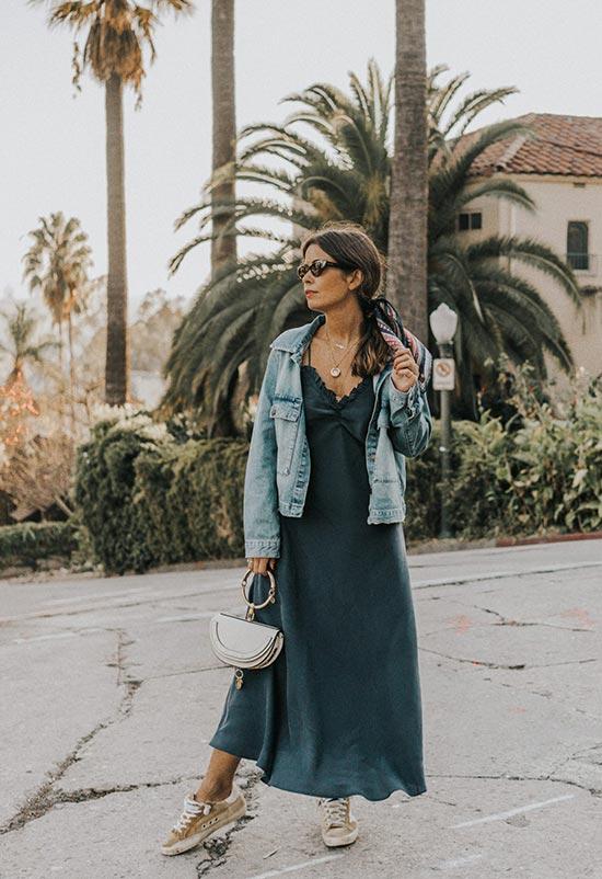 платье комбинашка с джинсовой курткой