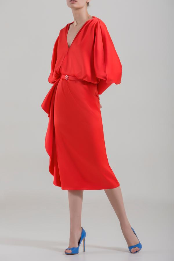 коралловое платье с рукавом фонариком