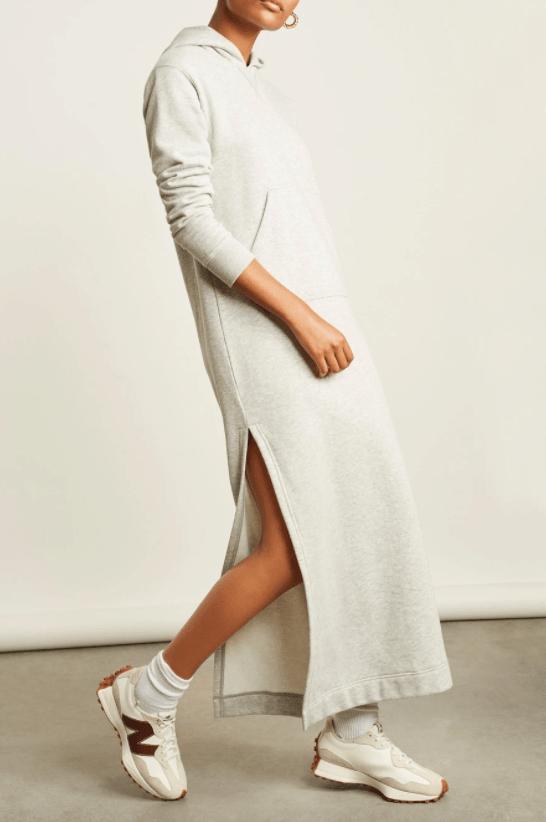 платье с капюшоном с разрезами