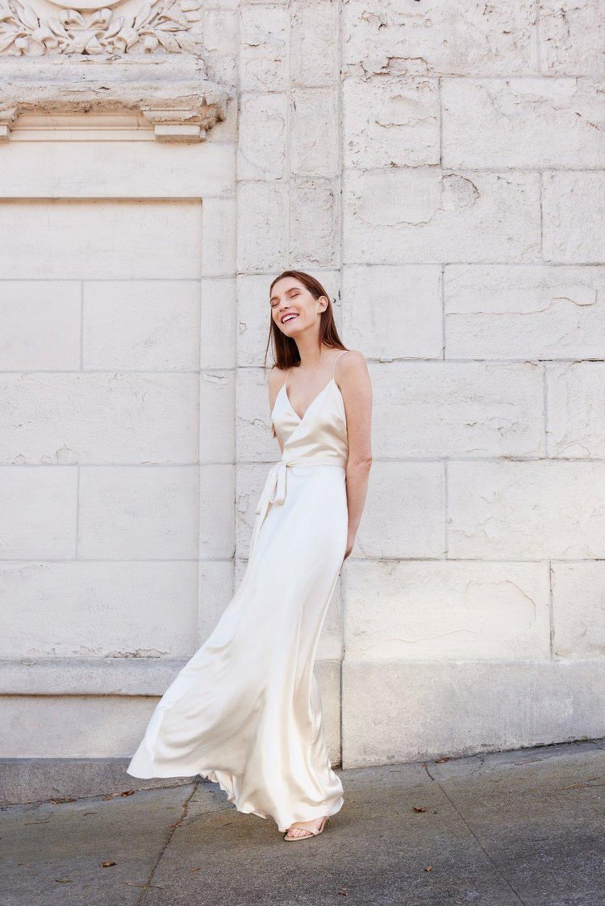 бельевое платье с запахом