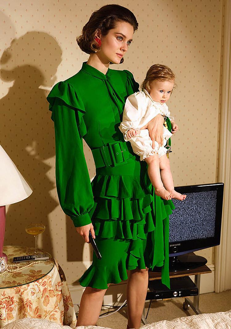 зеленое платье с рукавом фонариком