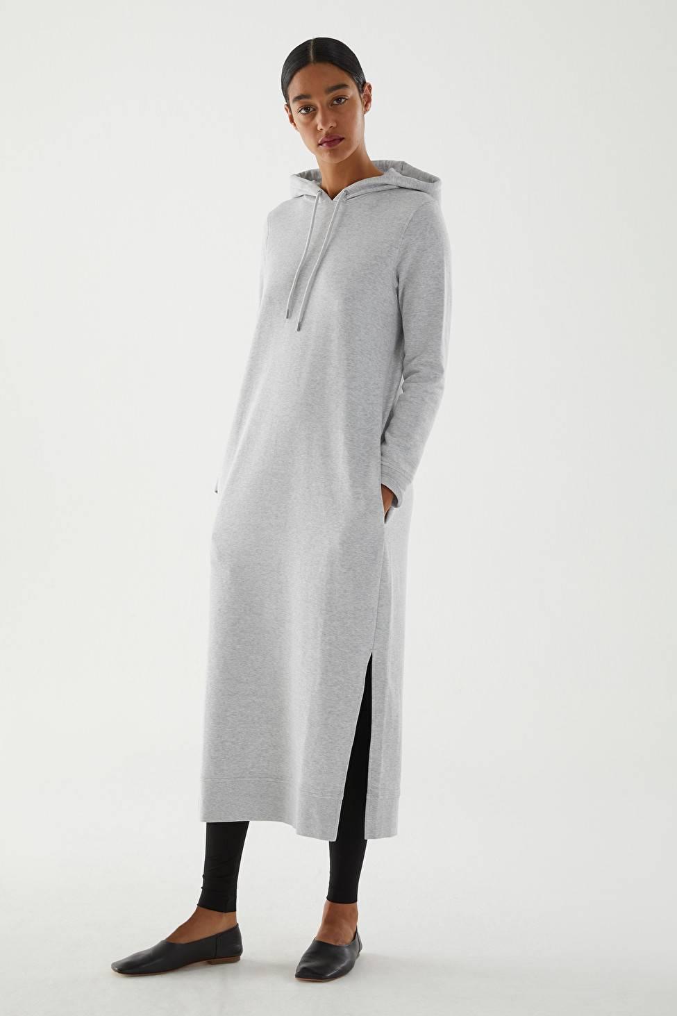 платье с капюшоном в пол