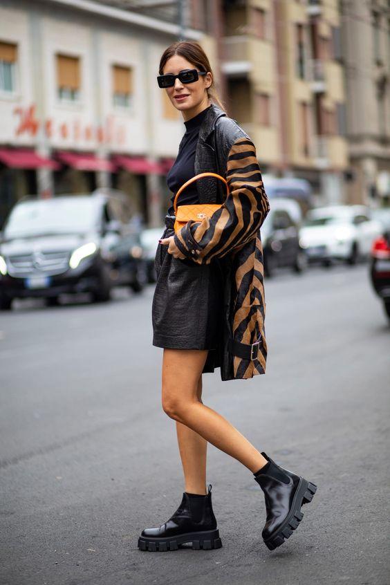 кожаное платье и ботинки