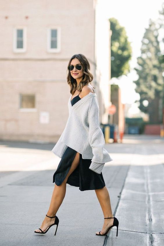 платье в бельевом стиле со свитером