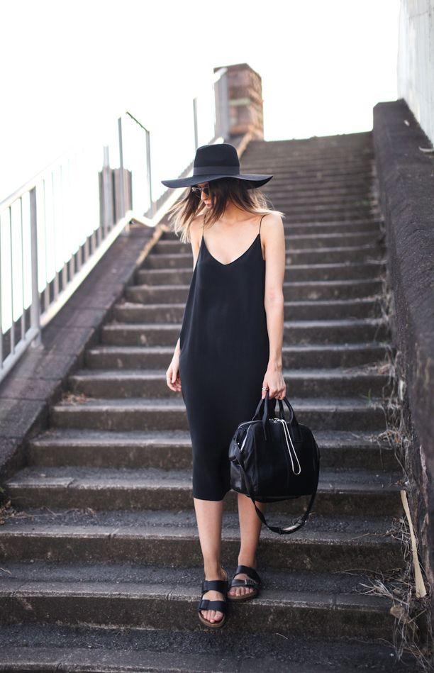 платье в бельевом стиле со шляпой