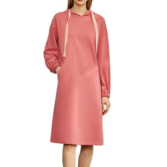 розовое платье с капюшоном