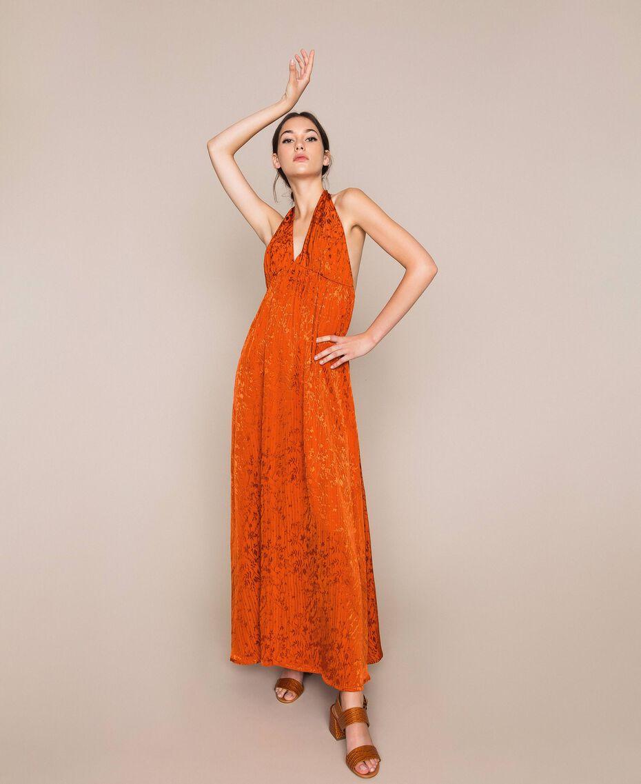 оранжевое платье из жаккарда