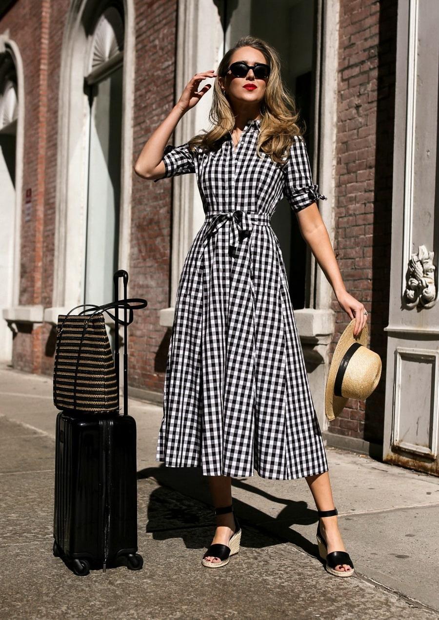 платье французской длины с босоножками