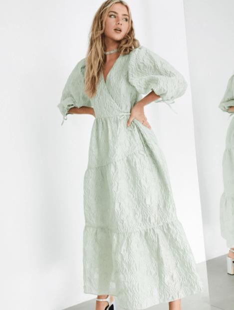 летнее платье с рукавом фонариком