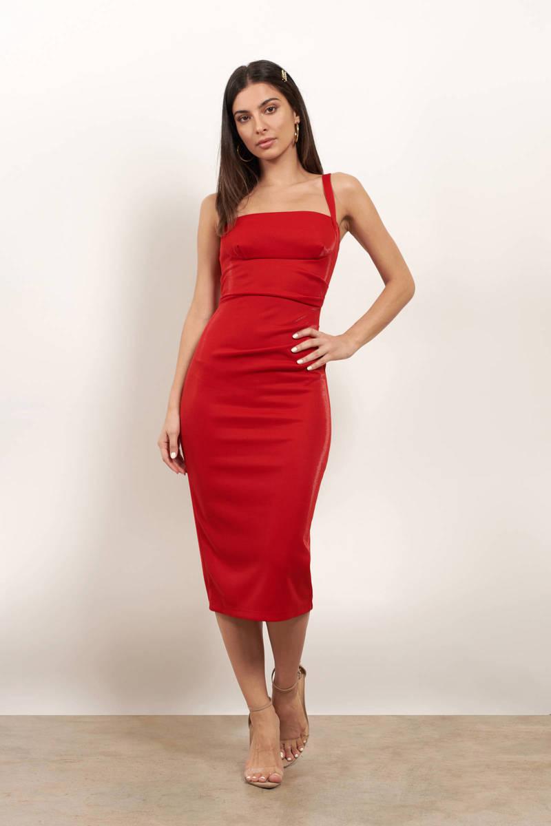 красное платье ниже колен
