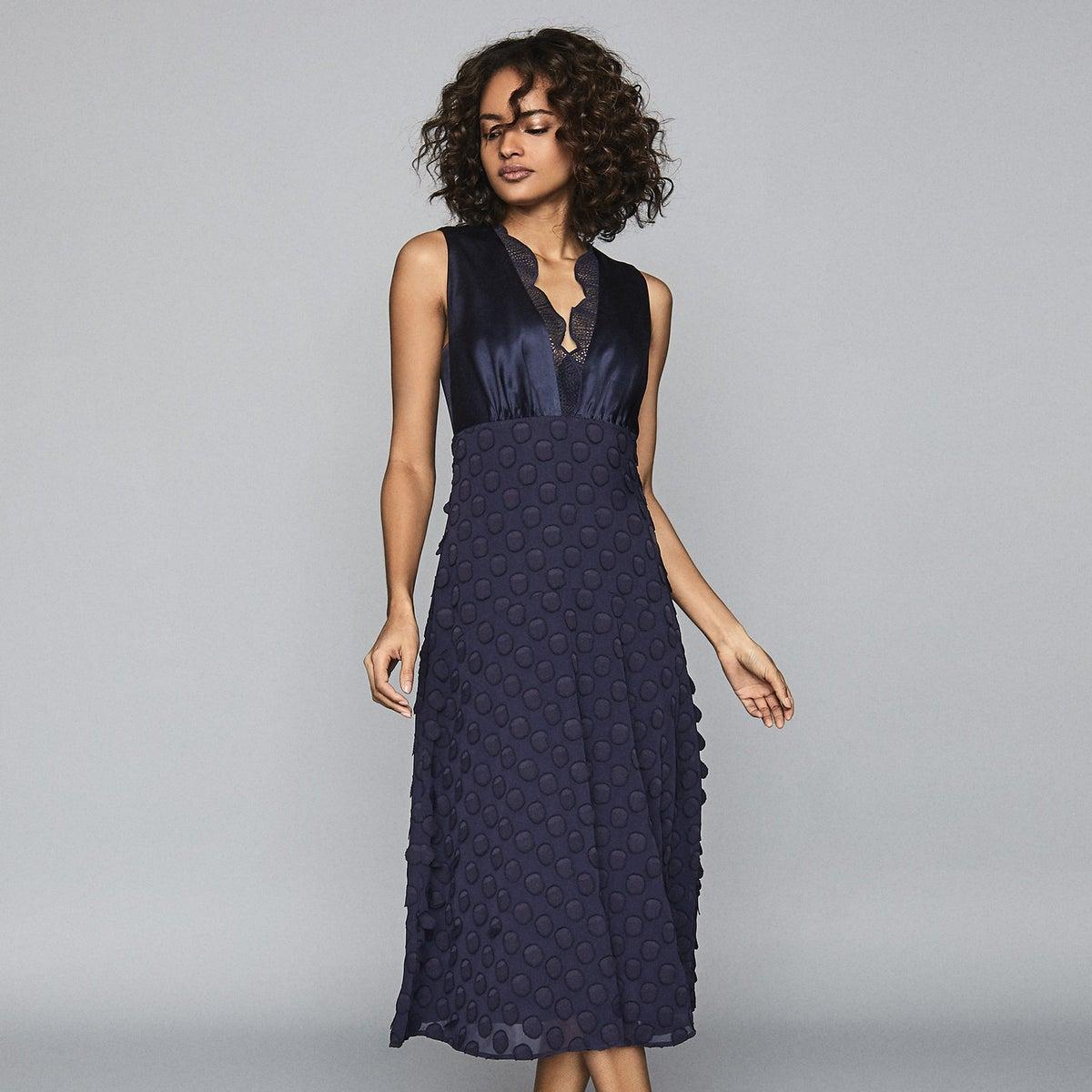 модное платье из жаккарда
