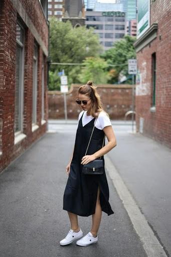 платье в бельевом стиле с футболкой