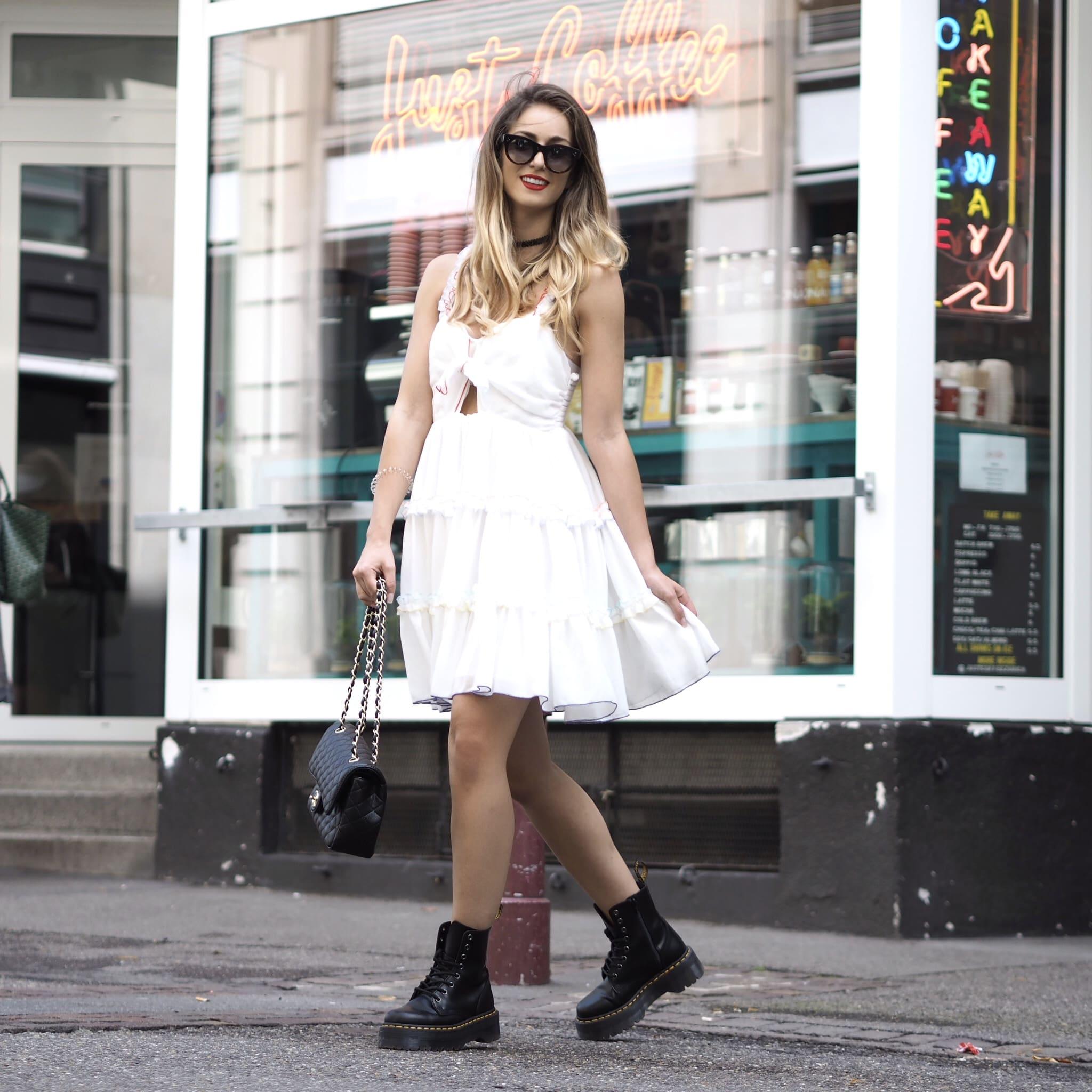 романтический образ с платьем и ботинками