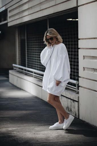 платье худи с рукавом фонариком