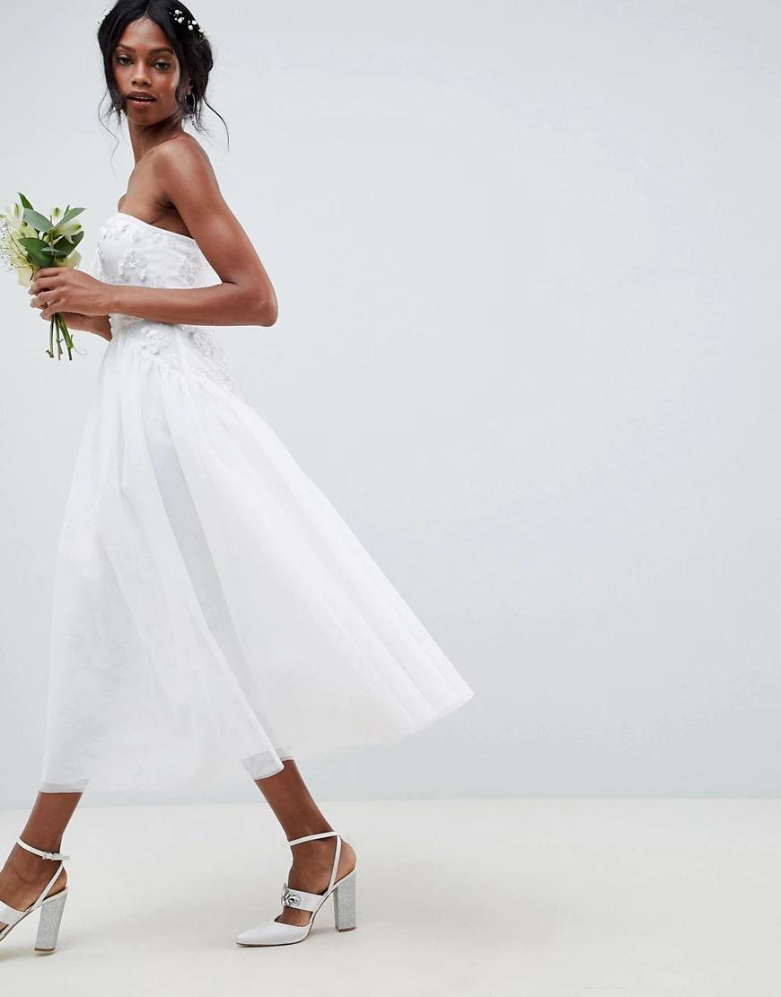 свадебное платье миди с открытыми плечами