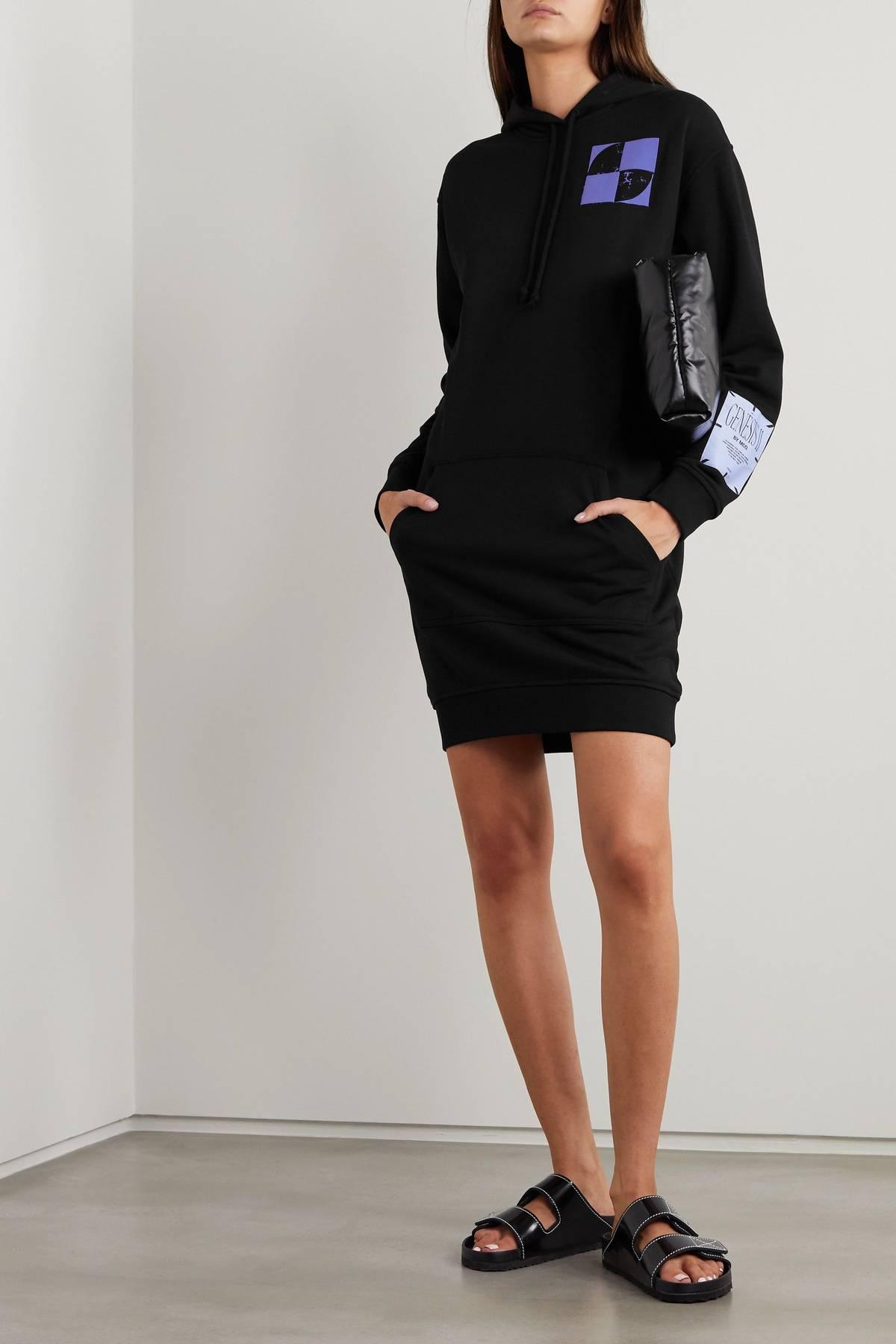 модное платье с капюшоном