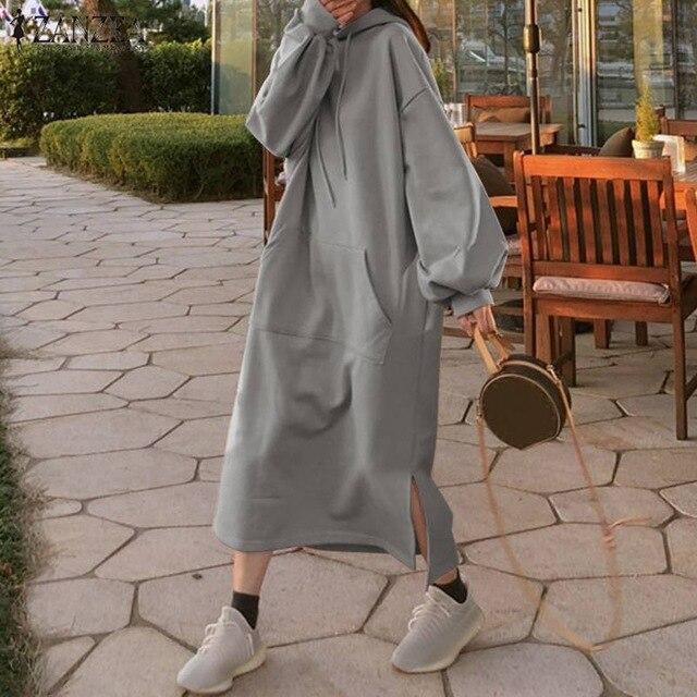 длинное серое платье с капюшоном
