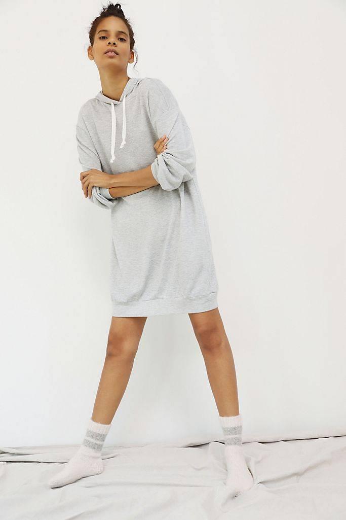 платье туника с капюшоном