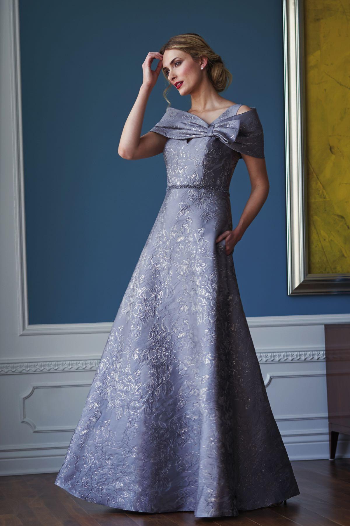 голубое платье из жаккарда