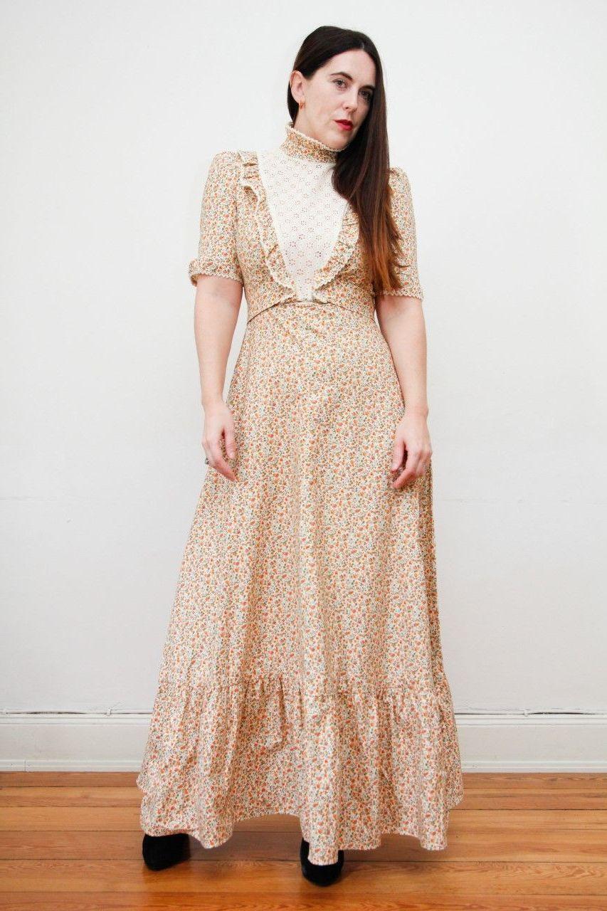 закрытое бежевое винтажное платье