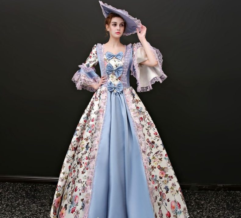 девушка в старинном платье